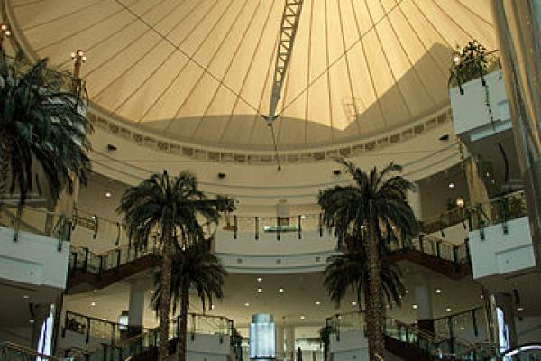 Interior of a shopping center in Doha, Qatar. Credit: Wikimedia Commons